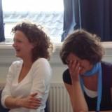 Uitjestoel:Tijd om te spelen. Met een lach en lichter gevoel je dag in.   Haarlem